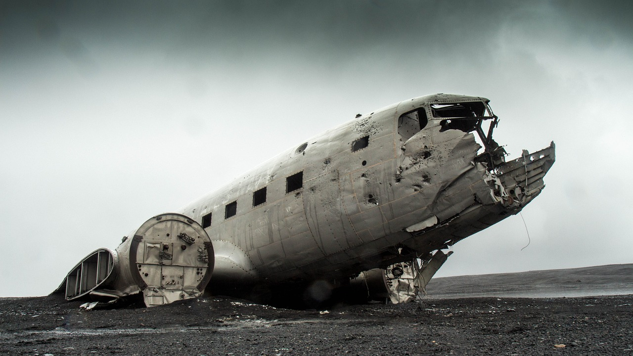 The famous dc 3 wreck on slheimasandur beach the flight blog if an american transport aircraft crashes in the middle of an icelandic beach do you leave the plane buycottarizona Gallery